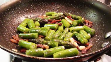 Asparagus with Bacon & Pine Nuts Recipe