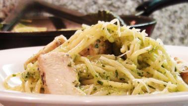 Spaghetti with Broccoli Pesto and Chicken