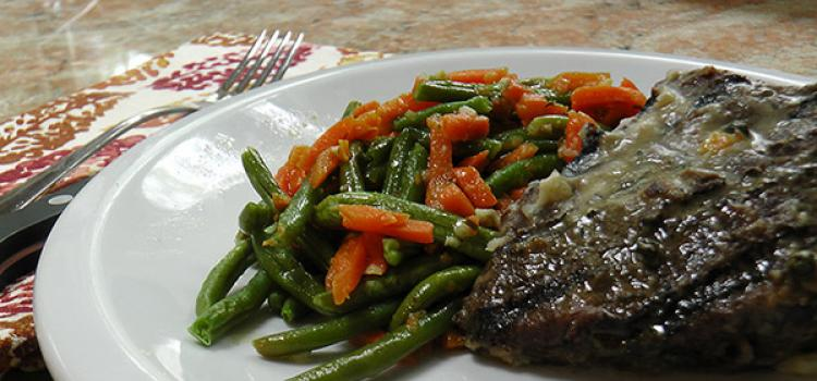 Review of Freshly's Steak Peppercorn with Sauteed Carrots & French Green Beans