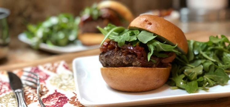 Review of HelloFresh's Juicy Lucy with Tomato Onion Jam & Arugula Salad