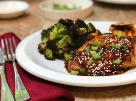 Review of HelloFresh's Sriracha Cha-Cha Chicken with Hoisin, Roasted Sweet Potatoes, and Broccoli