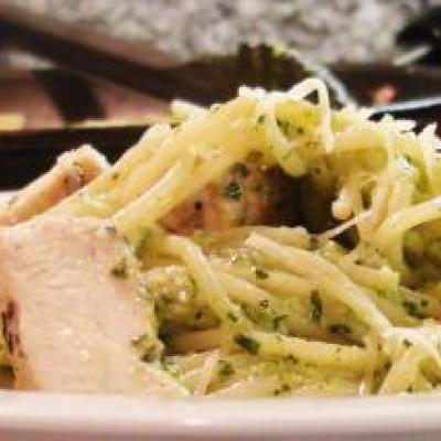 Spaghetti with Broccoli Pesto and Chicken