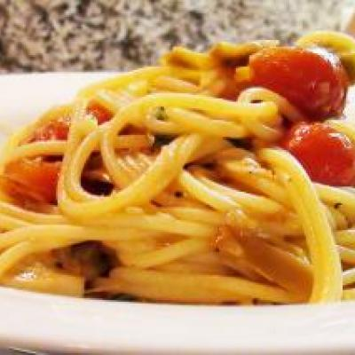 Spaghetti with Artichokes and Tomato