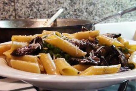 Penne Pasta with Mushrooms & Peas